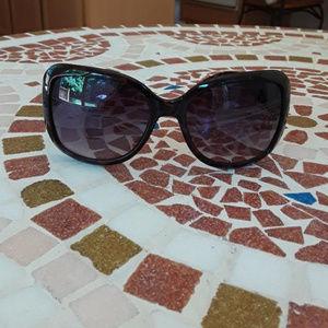 Cute throwback sunglasses